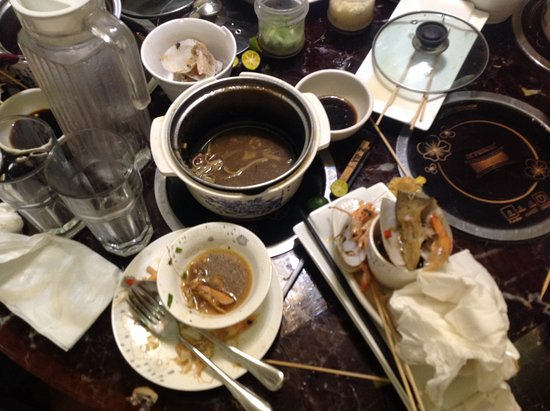 Metro Manila, Philippinen: The mess after eating pleasurably