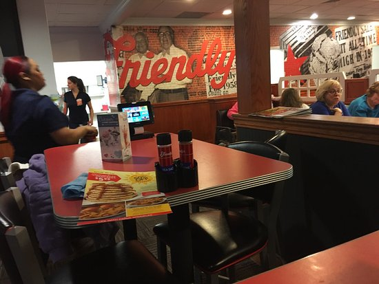 Camp Hill, PA: Friendly's Ice Cream Shop