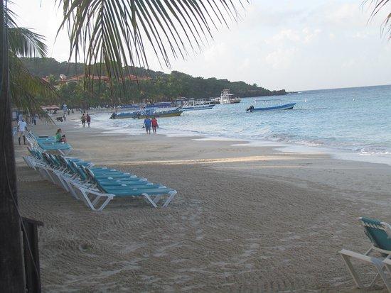 Mayan Princess Beach & Dive Resort: beach loungers