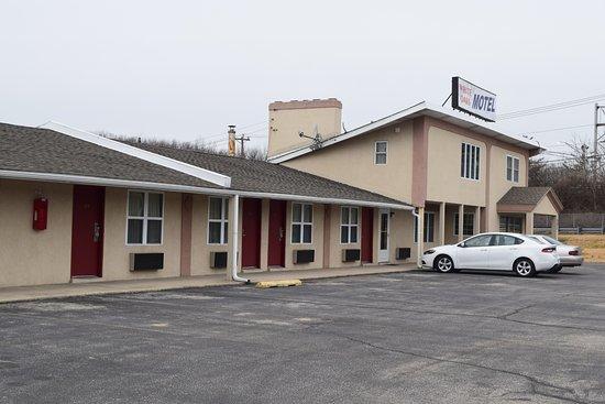 Entrance - Picture of White Oaks Motel pennsville, Pennsville - Tripadvisor