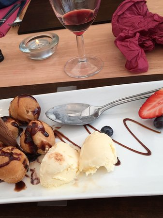 Manston, UK: Profiteroles
