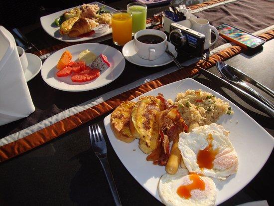 راتيلانا ريفرسايد سبا ريزورت: breakfast buffet