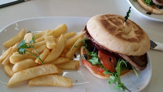 Bongaree, Australia: Nice steak burger