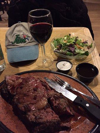 Κίνγκφιλντ, Μέιν: Prime Rib. A nice salad. And a perfect Shiraz.