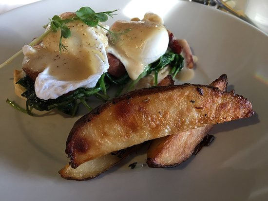 Sutton, Канада: Petit déjeuner œufs bénédicte, excellents, vraiment raffinés !
