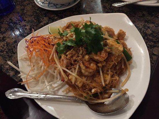 Manora 39 s thai cuisine restaurant asian restaurant 1600 for Asian cuisine san francisco