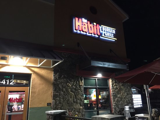 Pinole, Kalifornia: The Habit Burger Grill