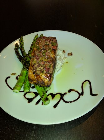 Williamston, MI: Wonderful salmon entree at Gracie's Place.