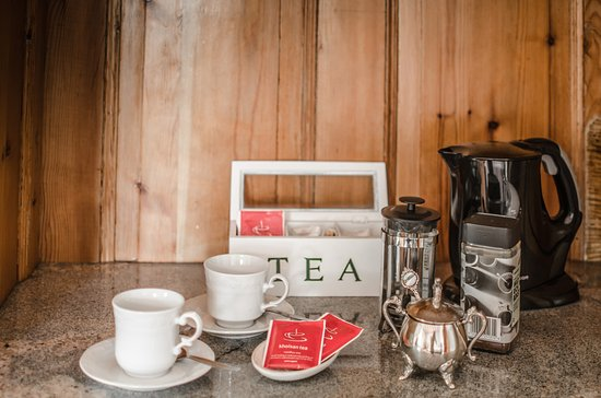 Fairview Historic Homestead: Tea and coffee making facilities are available in each room