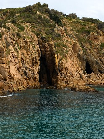Cowes, Australia: Caves in the historic cliff face