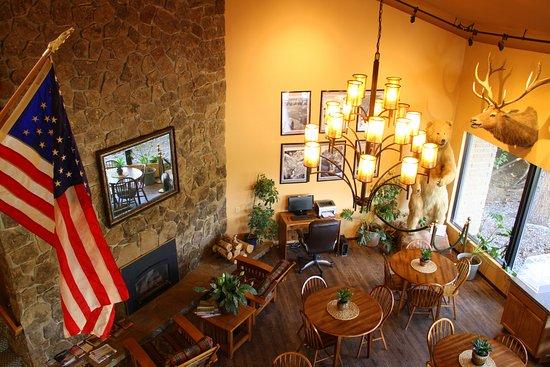 Western Heritage Inn: Lobby & Breakfast Area