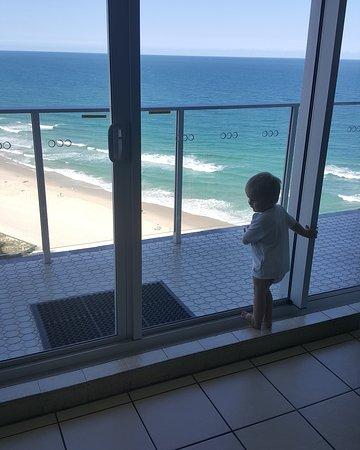 Hi Surf Beachfront Resort Apartments: IMG_20170203_222627_134_large.jpg