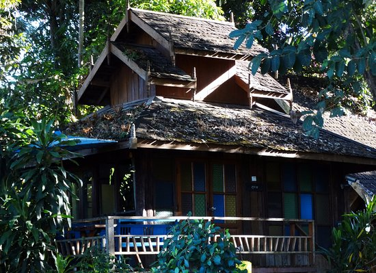 Rim Pai Cottage: This cottage is called the Glass House