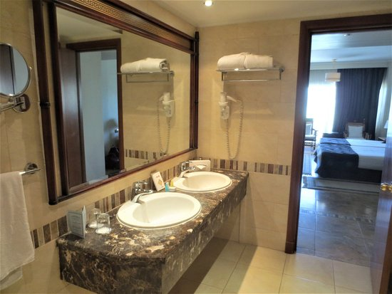Bathroom Kings dual sink in bathroom of deluxe room 3106. - picture of jolie