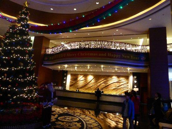 Golden Hotel: Lobby