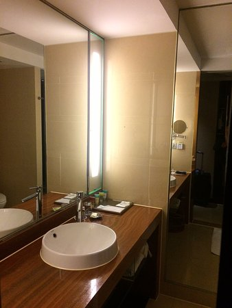 Average Size Bathroom Picture Of Four Points By Sheraton Hangzhou Stunning Average Size Bathroom