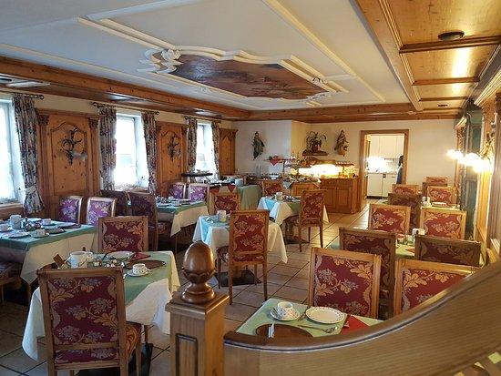 Hotel Edelweiss: חדר האוכל