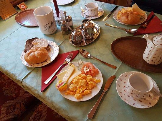 Hotel Edelweiss: ארוחת בוקר - בחירה שלי, היו עוד הרבה דברים לקחת