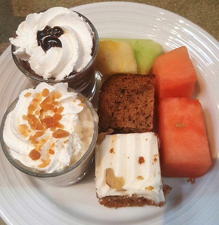 Canad Inns Garden City: Loved how colorful my dessert plate was!