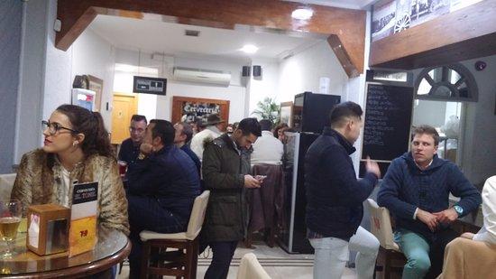 Lucena, Espanha: Ambiente del local sábado noche