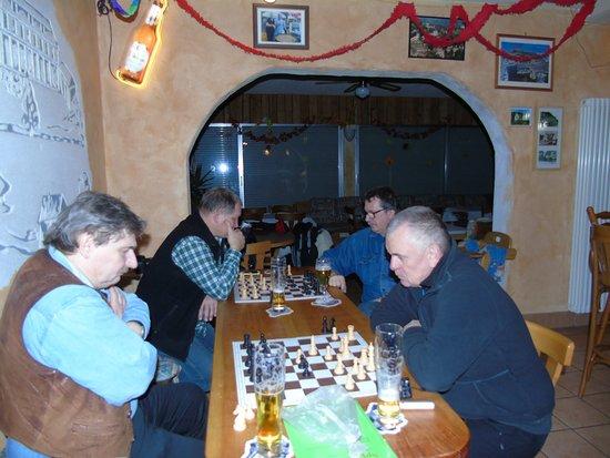 Oberhambach, Deutschland: Im Tarifa wird auch Schach gespielt