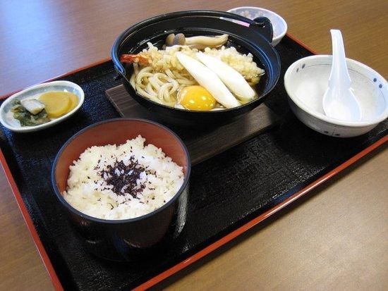 Kiso-machi, Japón: 冬期限定:鍋焼きうどん850円