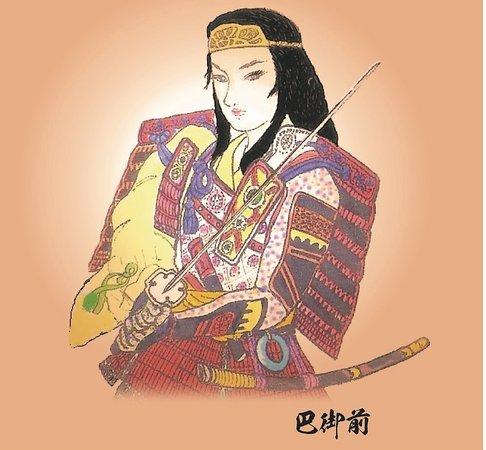 Kiso-machi, Japón: 女武将「巴御前」、主君木曽義仲と一緒に育つ。戦場では一千騎を率いて戦った。黄金の冠を戴き黒髪をなびかせて戦場を駆け巡る勇猛果敢な美貌の女武者として、その名を天下に轟かせた。