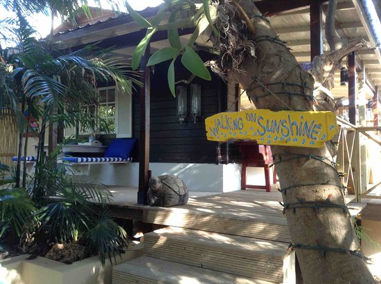 Bamboo Bali Bonaire Resort: Cottage Walking on Sunshine