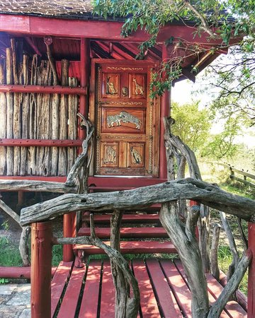 Royal Mara Safari Lodge: beautiful door!