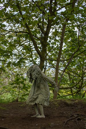 Jupiter Artland: Statues of the girls in the woods