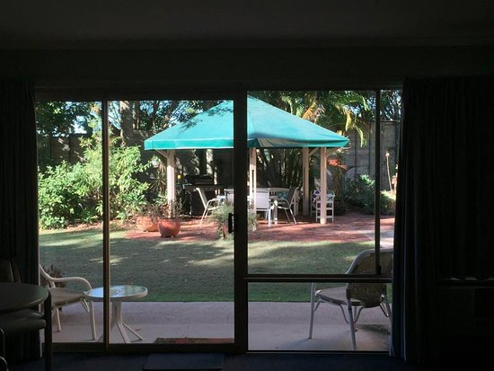 Sunshine Coast Motor Lodge: view from the room of the BBQ gazebo
