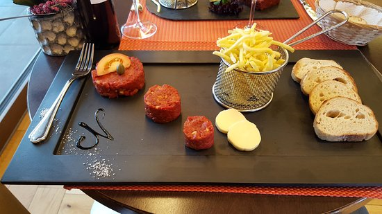 Avry-devant-Pont, Zwitserland: the standard tartare....a dream