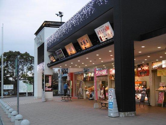 Hikawa-cho, Japan: サービスエリア外の販売コーナー