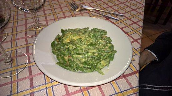 "Nebbiuno, İtalya: ""Gnocchetti Tirolesi con cipolle stufate"""