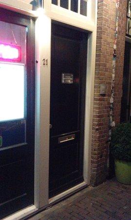 CityCenter Bed and Breakfast Amsterdam: Вход, парадная дверь.
