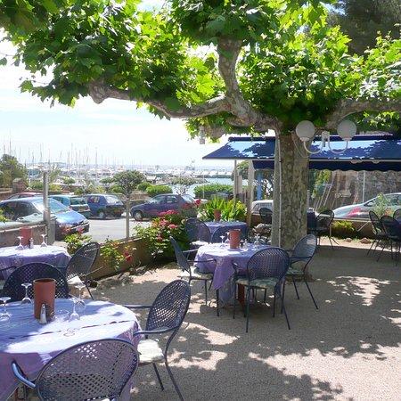 La Napoule, France: Terrasse et salle du restaurant