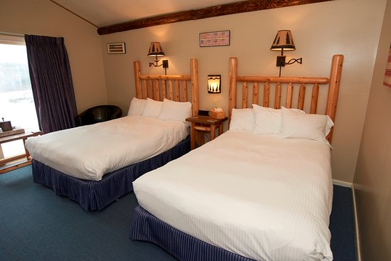 Manchester, VT: Room 8, two extra long double beds