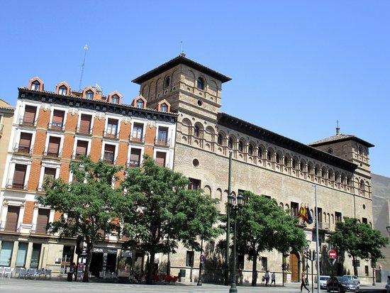 Calle Coso Photo