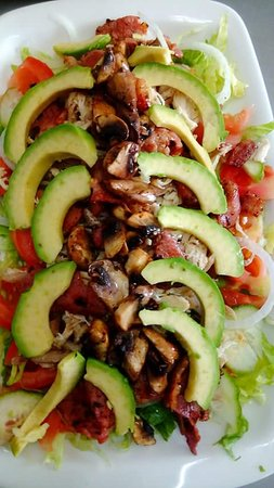 De Rust, South Africa: Avo Bacon Chicken Sal