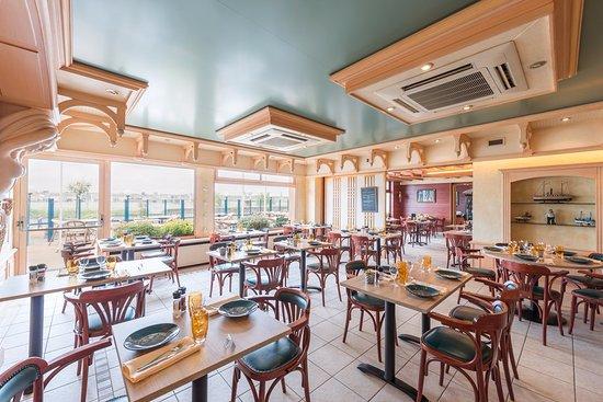 Le Mesnil-en-Vallee, Γαλλία: la salle de restaurant