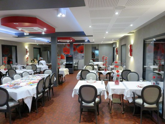 Les Coquelicots Inter Hotel : Restaurant and breakfast room