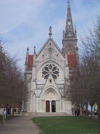 Dole, France: Facade principale de Notre-Dame du Mont-Roland