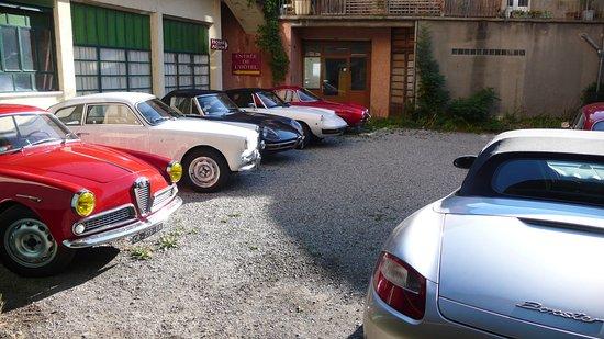 Serres, Fransa: Parking privé de l'hôtel et garage