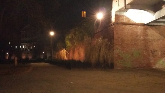 Glogow, โปแลนด์: Polecam spacer fosą miejską w Głogowie