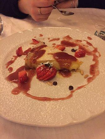 Pratovecchio, Italy: Carpaccio di Limousine, Hamburger km 0, torta di formaggi e lamponi, assaggio di pasta ceci riga