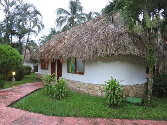 Hotel villas kin ha desde palenque m xico for Villas kin ha palenque incendio