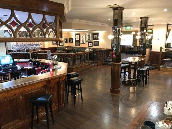 Bredbury Hall Hotel: Bar area