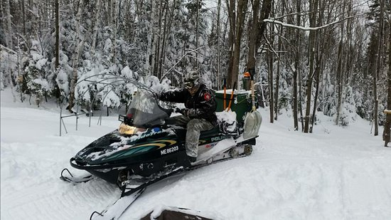 Greenville, ME: Maine Snowmobile Tours