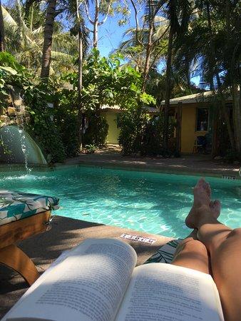 KayaSol Surf Hotel: Relaxing poolside
