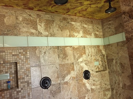 Chalet Kilauea: The fantastic shower in 103